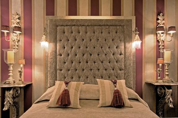 Cabecero palace con apliques tapizado y plata